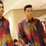 Model Baju Batik yang Bisa Digunakan ke Kantor Terlihat Casual