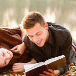 Beberapa Contoh Puisi Cinta Romantis Yang Menyentuh Hati Sang Pacar